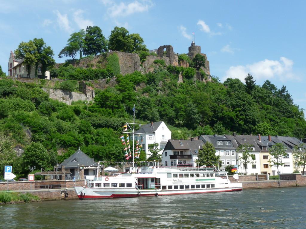 Touristenschiff auf der Saar