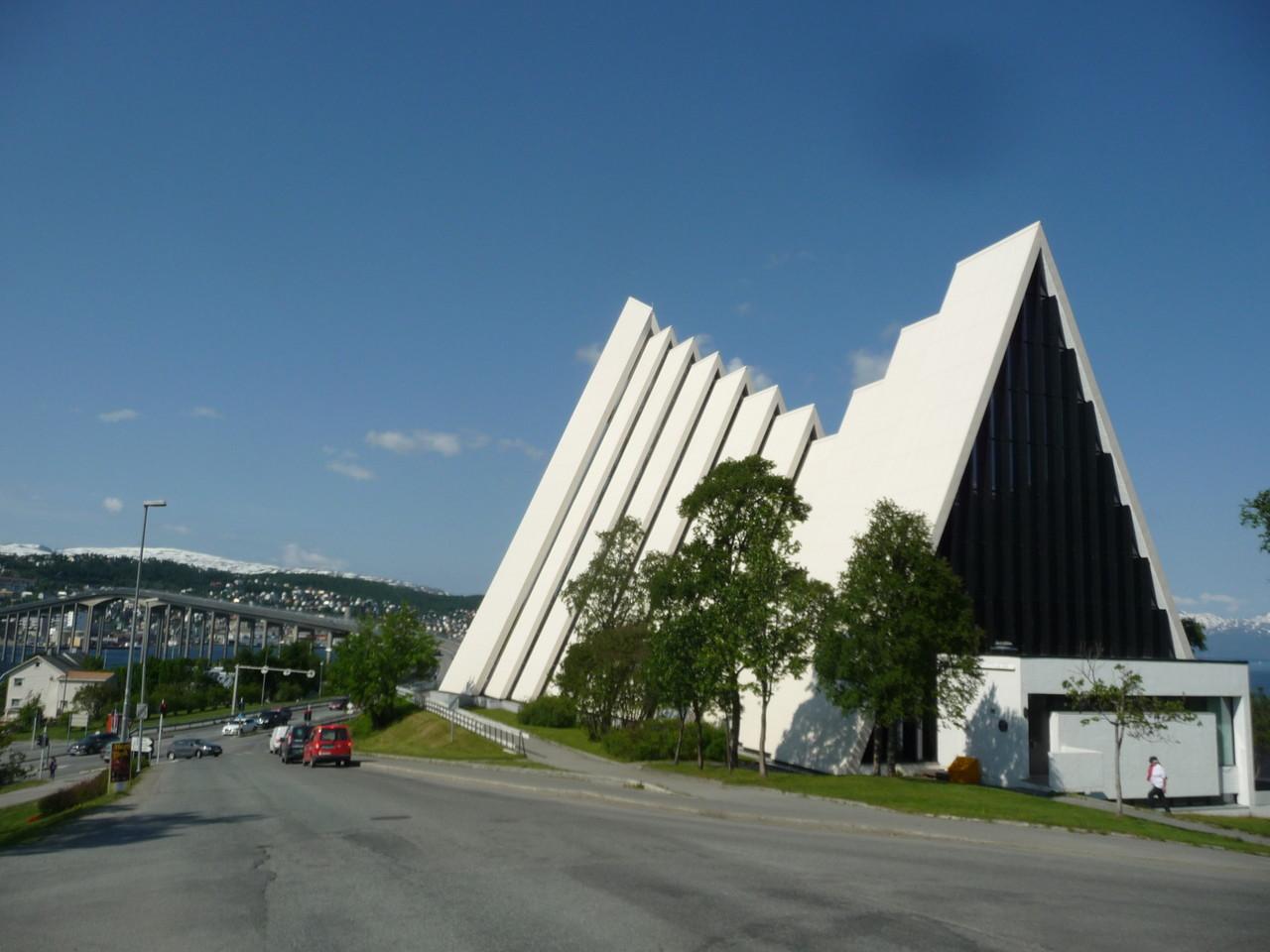 Eismeerkathedrale von Tromsö | am Festland vor der Brücke