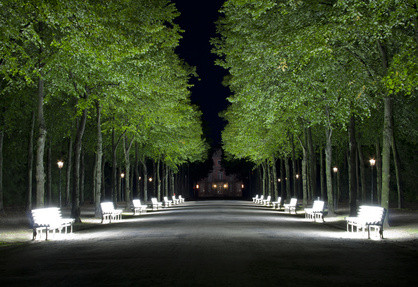 Leuchtbänke im Hofgartens (c) Lukas Sembera - fotolia.com