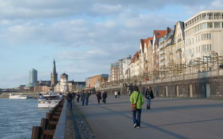 Rheinufer-Promenade (c) Koray Ersin - fotolia.com