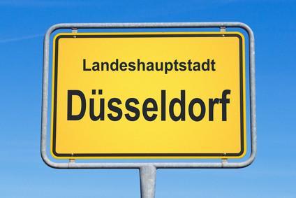 Willkommen zu einem Rundgang durch Düsseldorf (c) DOC RABE Media - fotolia.com