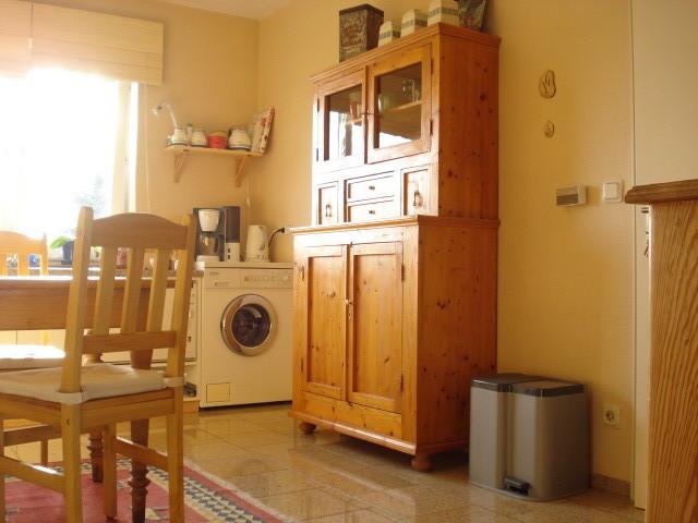 Blick von Wohnzimmer in die Küche