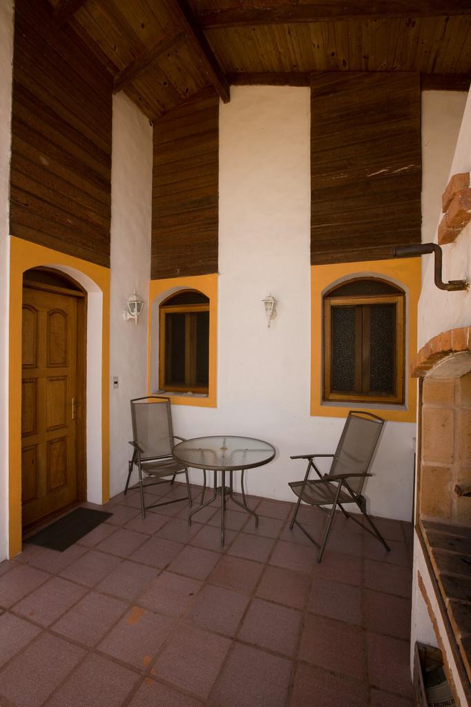 Grischun 1 (Eingang & Sitzplatz mit Parrilla)
