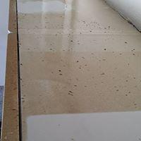 Vor der Küchenreinigung auf dem Küchenkasten