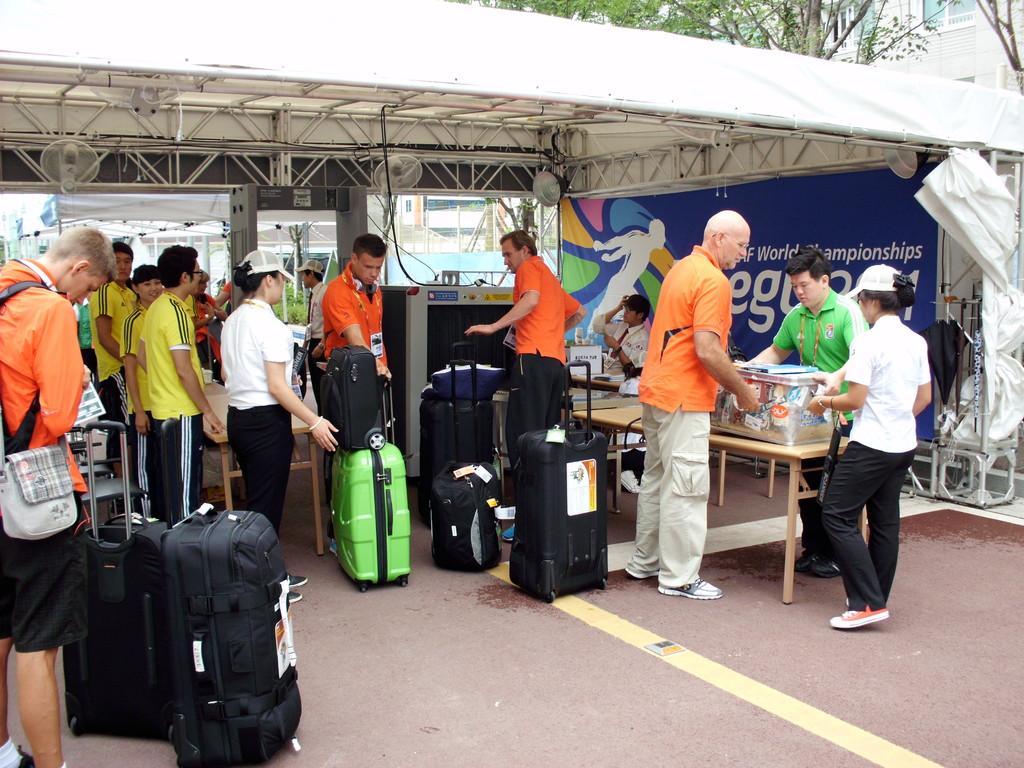 Gepäckkontrolle am Eingang