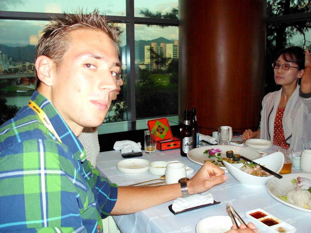 Von Bayer wurden wir gegen Ende der Wettkämpfe zu einem traditionell koreanischem Essen eingeladen