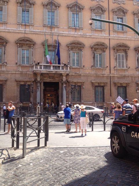 Il turista con un minimo di sensibilità estetica che ha appena fatto un  giro intorno alle mirabili fontane di Piazza Navona è probabilmente  sull orlo della ... e9b1fb5a767