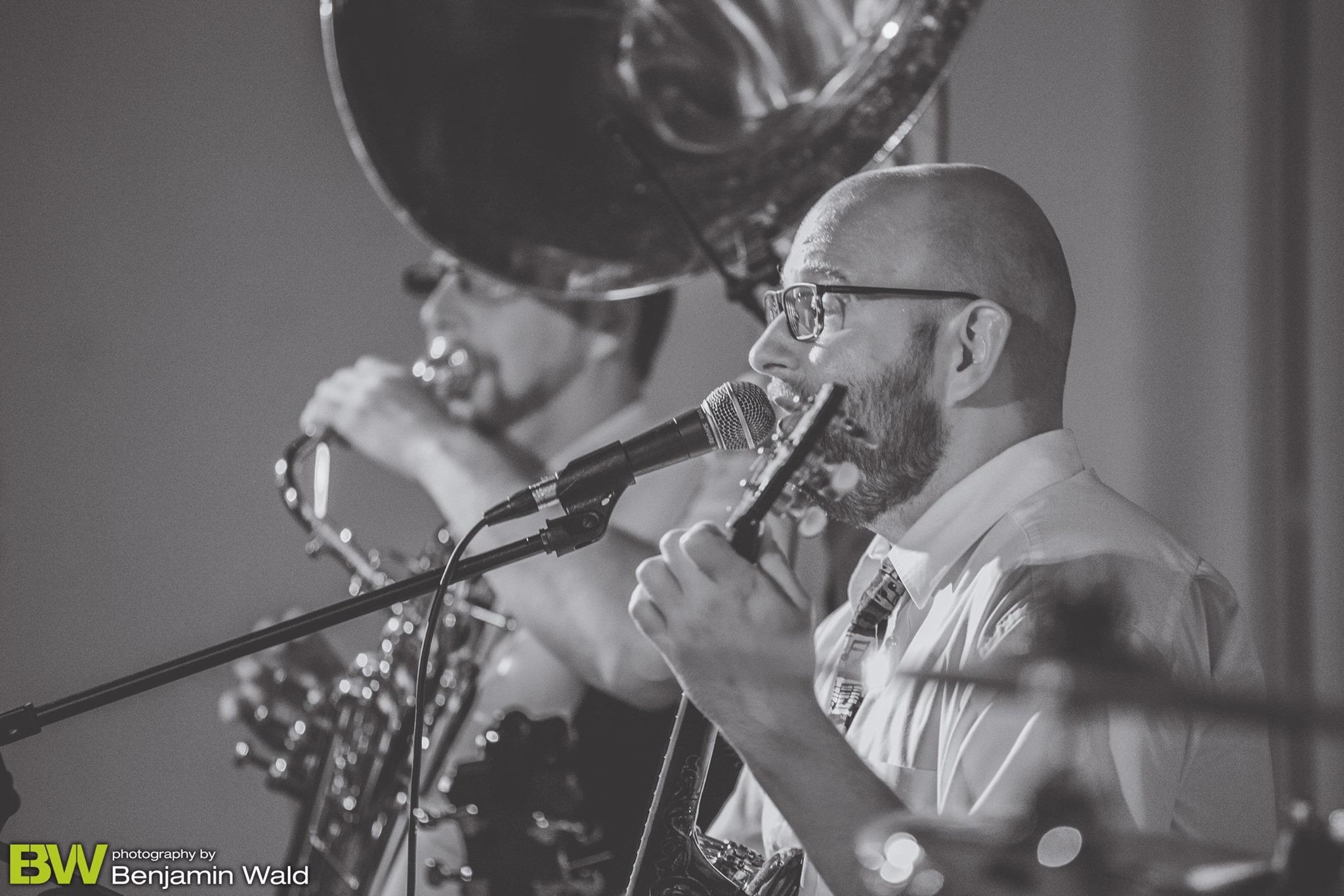 Borderland Dixieband - Sousaphone, Banjo