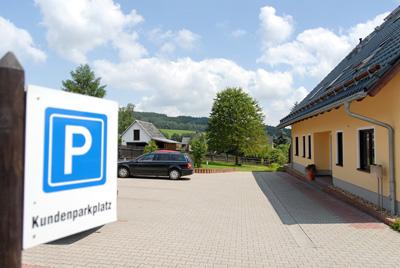 Kundenparkplatz direkt vor dem Büro