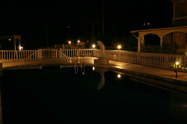 Pool in der Nacht