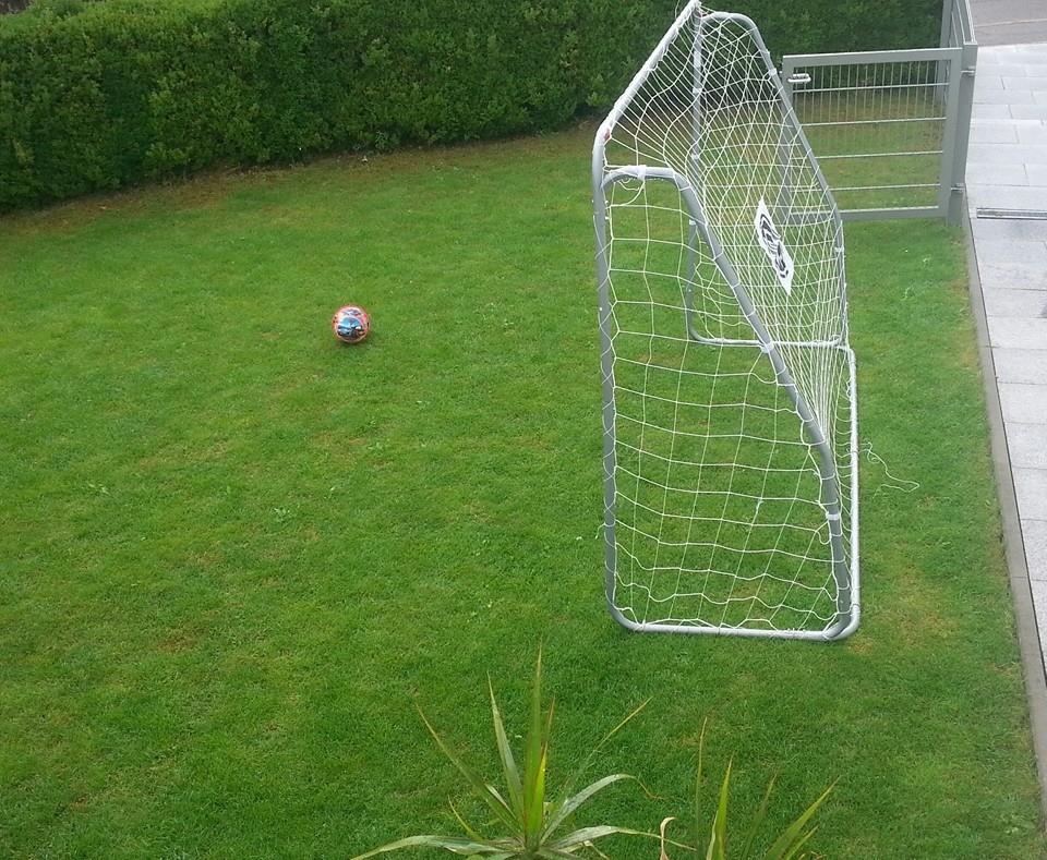 Tor für Fußballkids. Vorderer Garten
