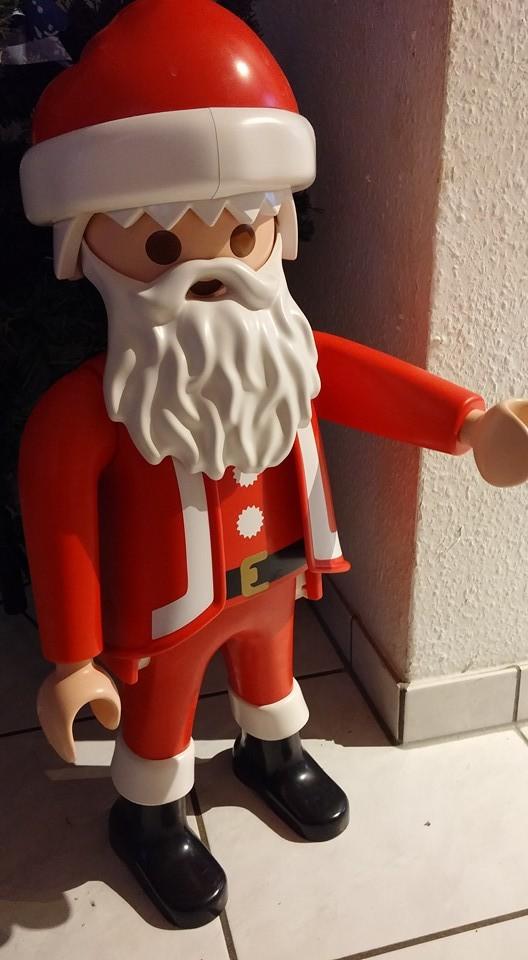 großer Playmobil-Weihnachtsmann