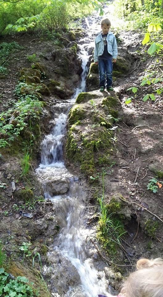 """Der Bach. """"Wasserfall"""". Idyllische Gegend. Ca 7 Laufminuten entfernt"""