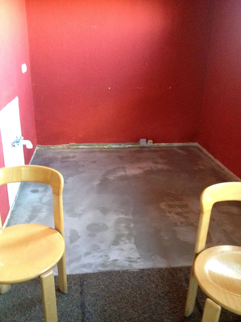 Vorbereitung für neuen Fußboden in der Küchenzeile Keller!