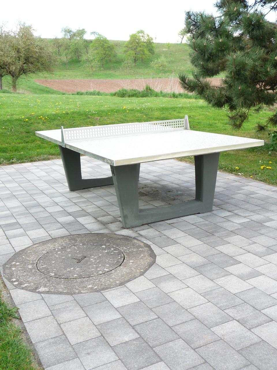 Tischtennisplatte-Außen