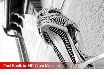 Paul Booth im HR Giger Museum
