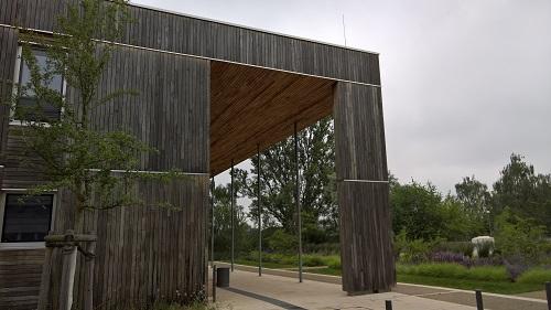 ドイツ連邦環境局UBAのプラスエネルギー建築では…