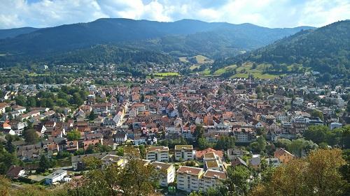 ドイツ・黒い森の一角には、ヴァルトキルヒというコンパクトで活気ある街が