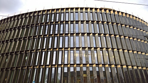 フライブルク市の新しい技術系部門の市役所はプラスエネルギー建築で