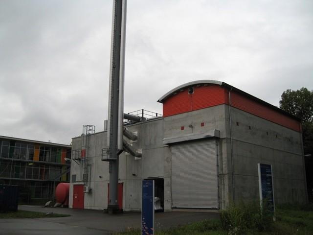 ヴォーバン住宅地の暖房・給湯は地域暖房と木質チップのコージェネ
