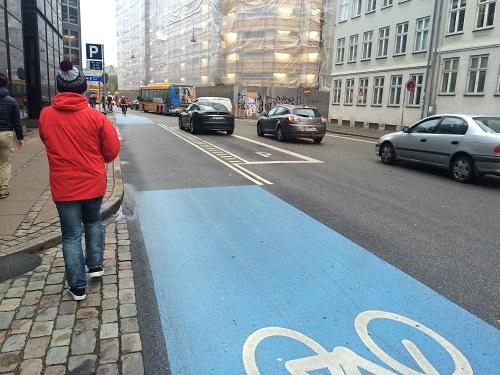 デンマーク・コペンハーゲンの自転車レーンは車道よりも幅が広かったりします