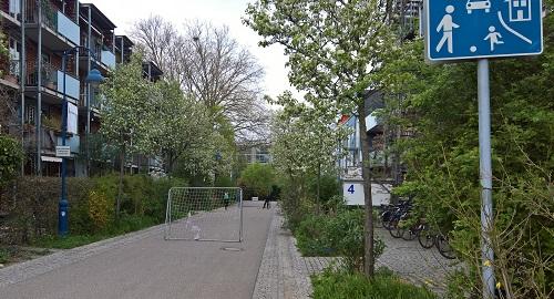フライブルク市の住宅地には遊びの道路が整備