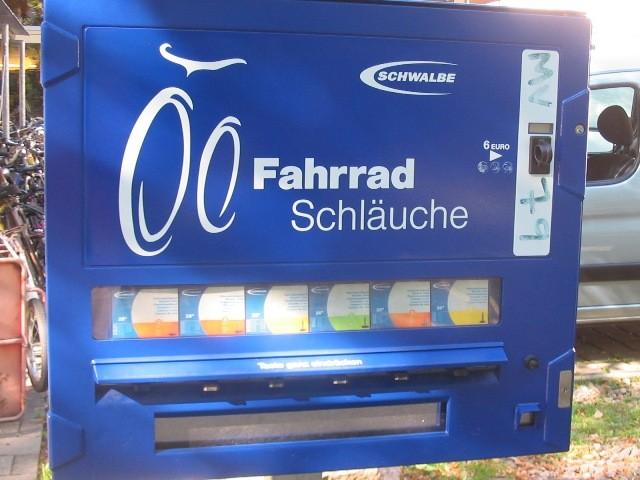 フライブルクの自販機は自転車タイヤのチューブ