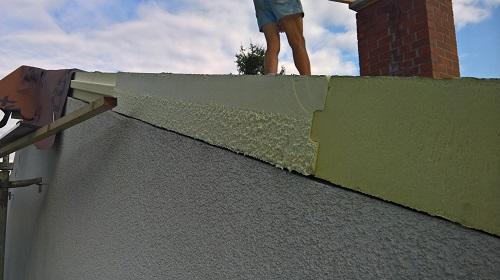 木造の断熱改修でも、これぐらいの断熱材を屋根には設置するのは普通です