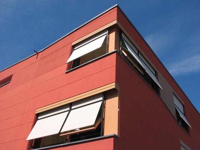 ヴォーバンの小学校、夏場の省エネ建築の基本は、高断熱・高気密と並んで日射遮蔽