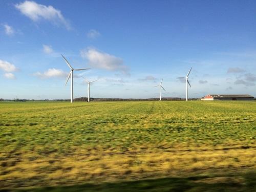 デンマークの風車風景、これ景観に悪く見えますか?