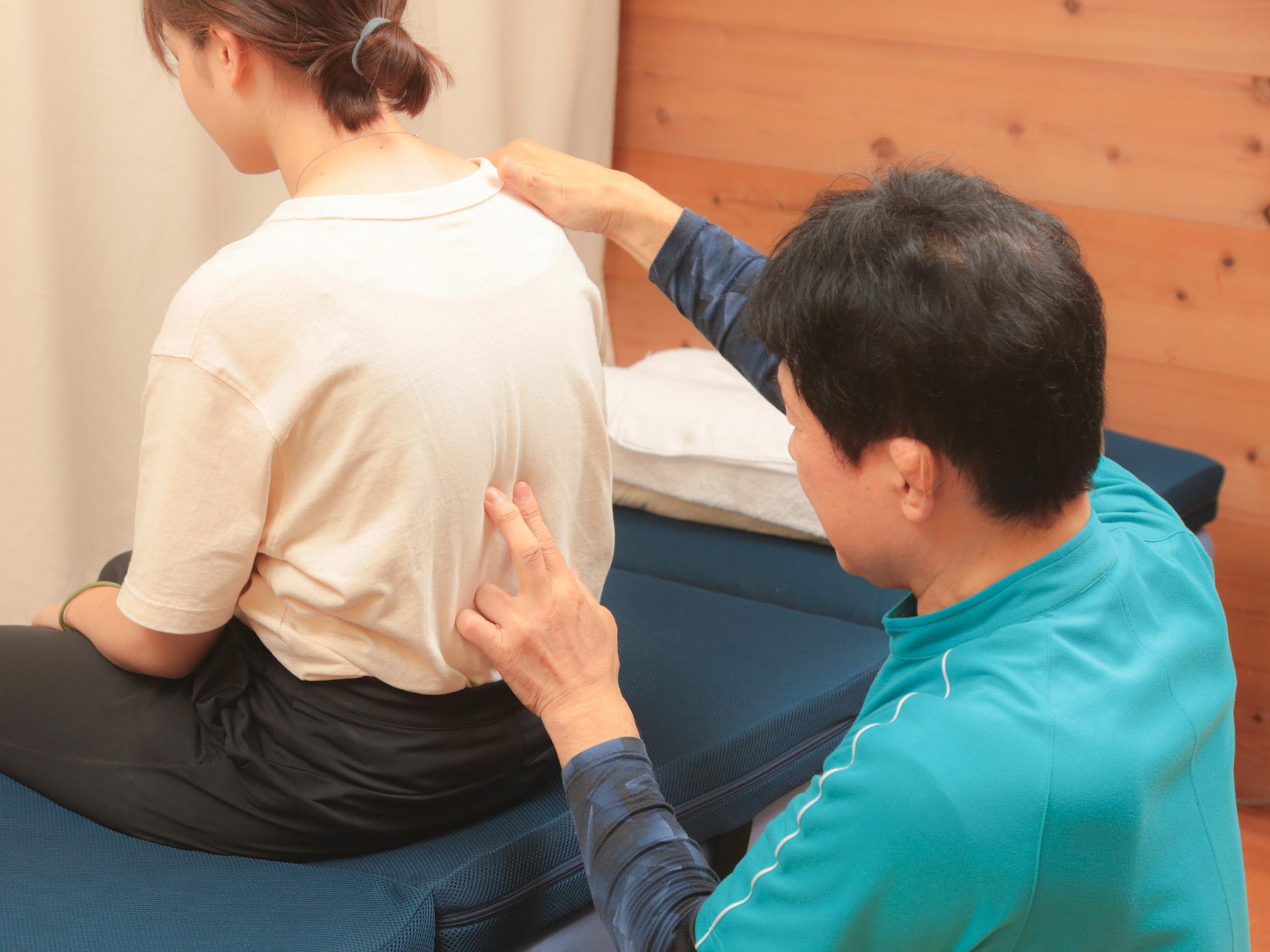 最後に症状の改善と背骨の状態を確認します