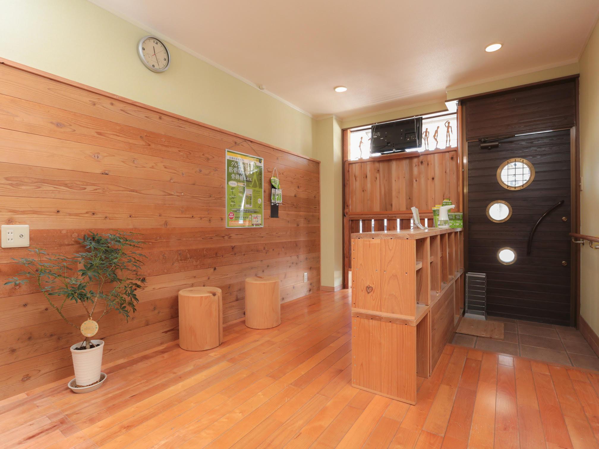 杉板に囲まれた癒される室内