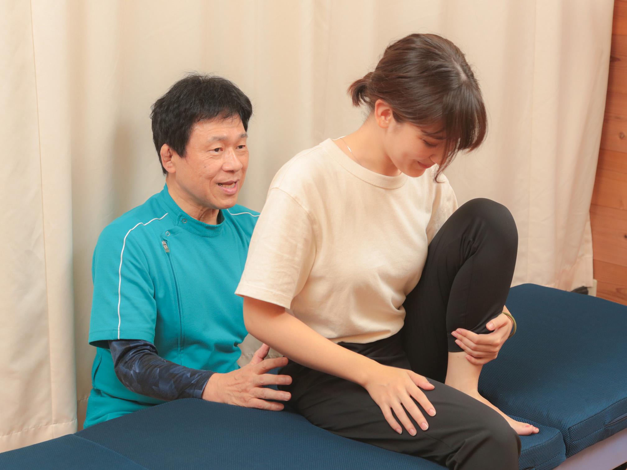 股関節の動きや痛みその他の症状を確認します