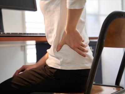 椅子に座っていると腰が痛くなってくる