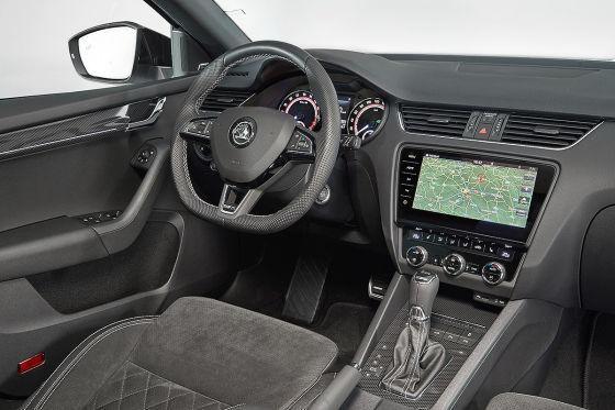 Vor allem praktisch: Das Cockpit mit neuem Navi-System.
