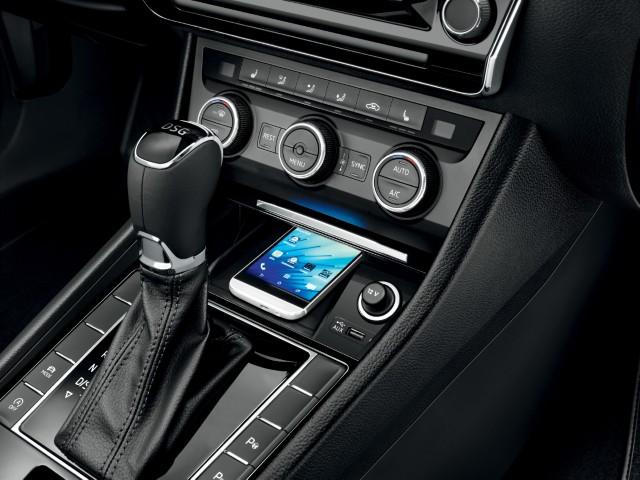 Digitaltauglich: Induktive Ladeschale fürs Smartphone.