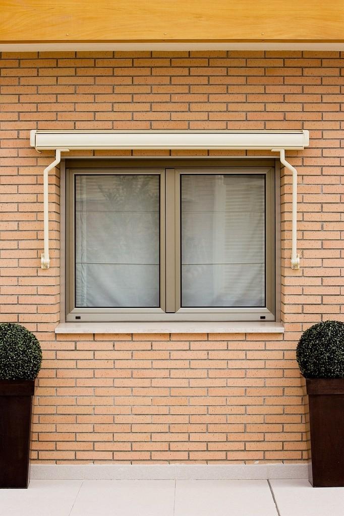 Toldo con cofre para ventanas