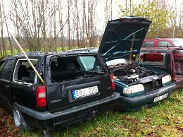Skrota bilen istället för att dumpa den i skog och mark
