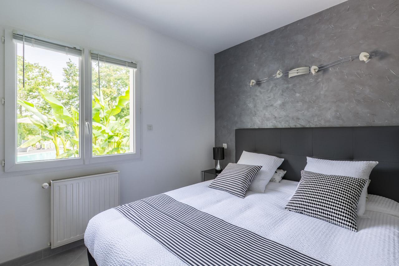 chambre pomerol soand house. Black Bedroom Furniture Sets. Home Design Ideas
