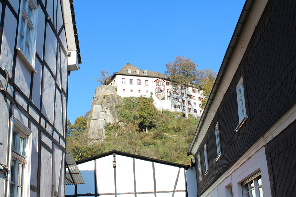 Das Wahrzeichen des Ortes, die Burg, ist heute eine Jugendherberge