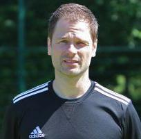 Trainer Michael Ackermann freut sich über den Sieg seiner U17