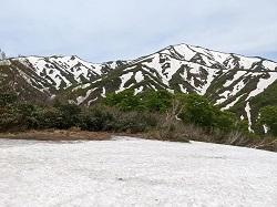 飯豊本山を見に地蔵岳へ