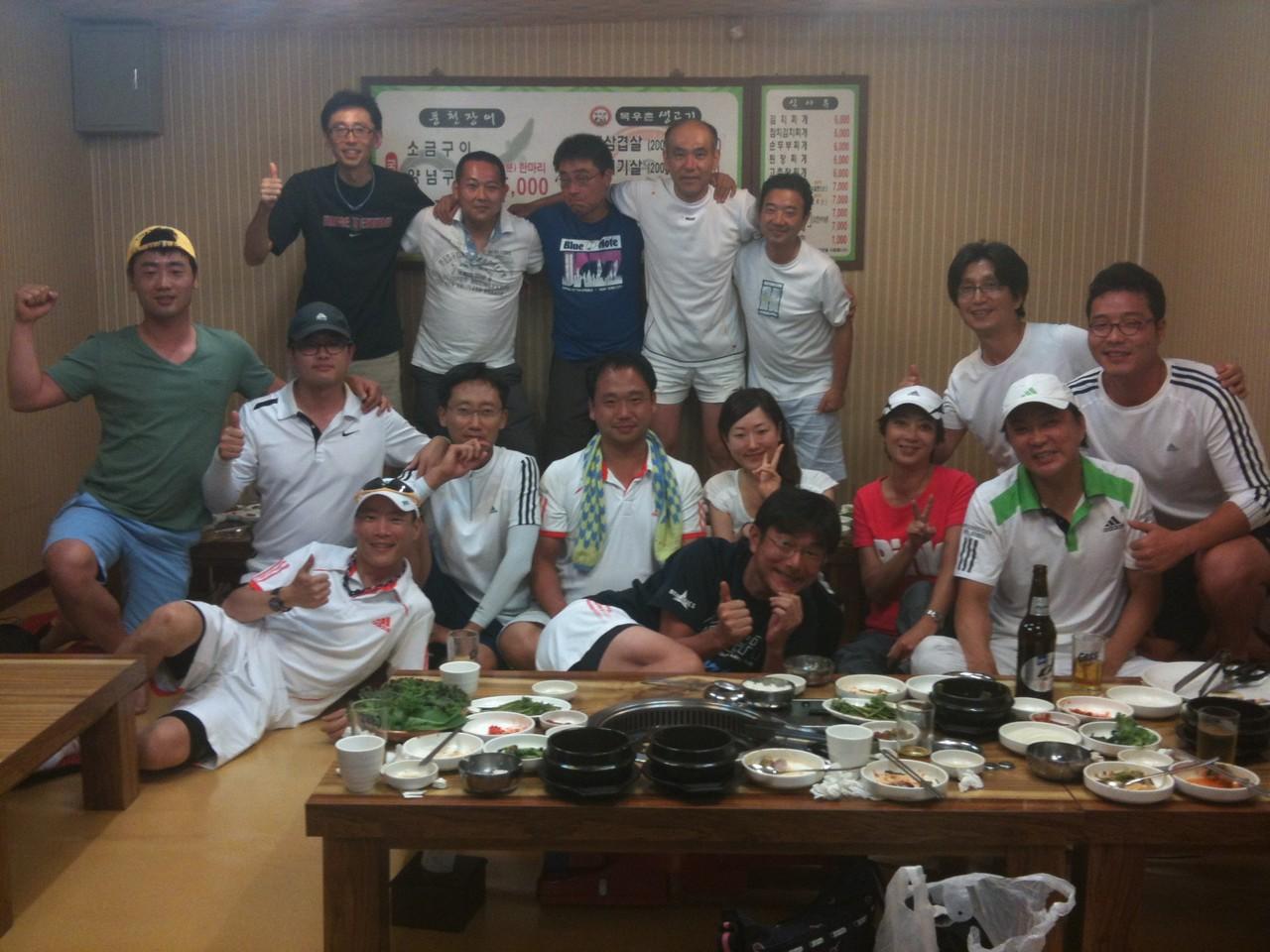 2012年7月 ラブ・フォーティTCとの練習試合後の宴会、盛り上がりました^^
