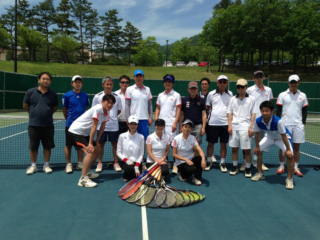 2013年6月1日、2日 合宿集合写真、良い天気と素晴らしい施設でテニスに打ち込みました。
