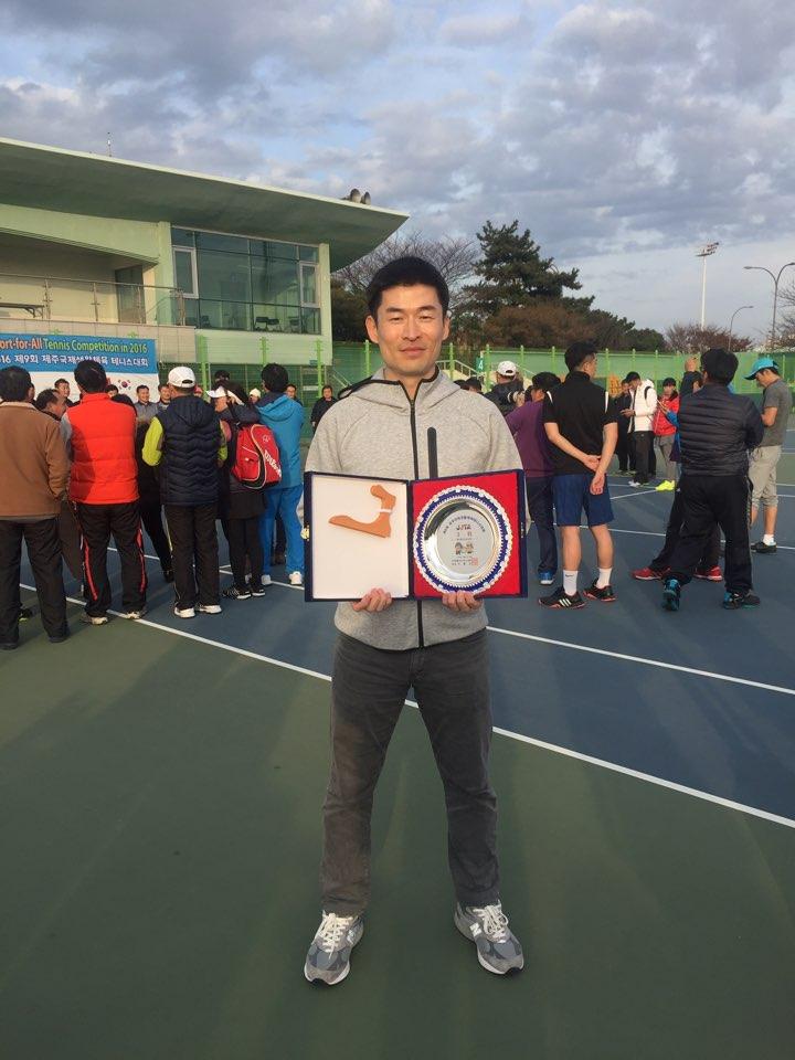 2016年12月 第9回 済州国際生活体育テニス大会では、個人戦でイチローさんが3位入賞されました!! おめでとうございます!!!