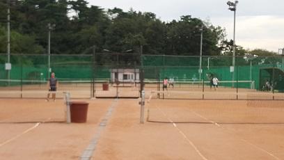 2017年に漢南テニスコートのフェンスの取替工事が行われました。