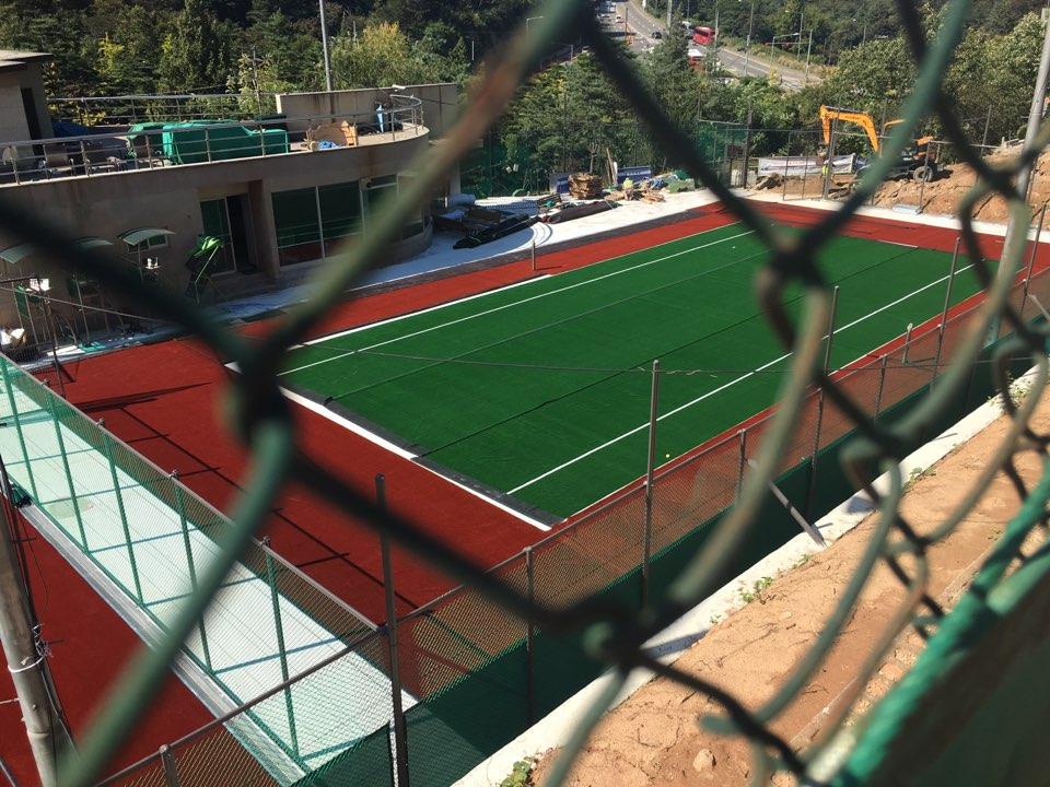 2016年8月中旬からの漢南テニスコート(7~10番コート)のオムニ化工事(10月上旬): 完成まであと少し!!