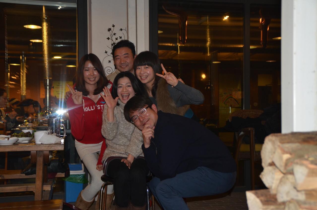 2013年1月 新年会での一コマ 美女と何とか?