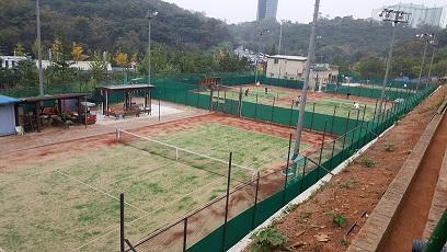 016年8月中旬からの漢南テニスコート(7~10番コート)のオムニ化工事(10月中旬): 砂も入り、ネットも張られ、完成!!!