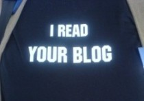 T-Shirt mit Aufschrift: I read your blog.